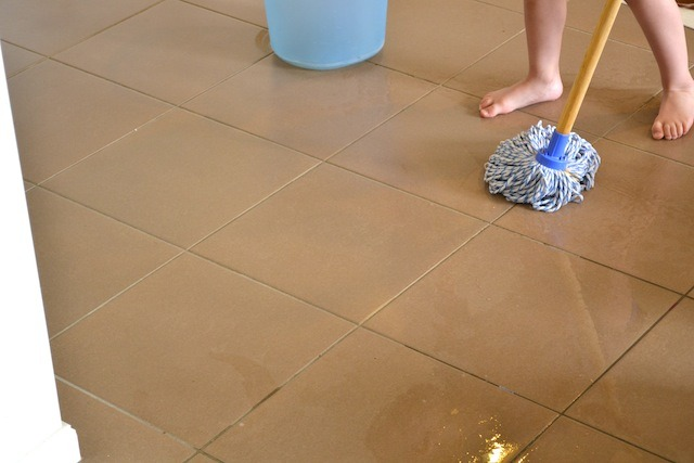 Caspar washing floor