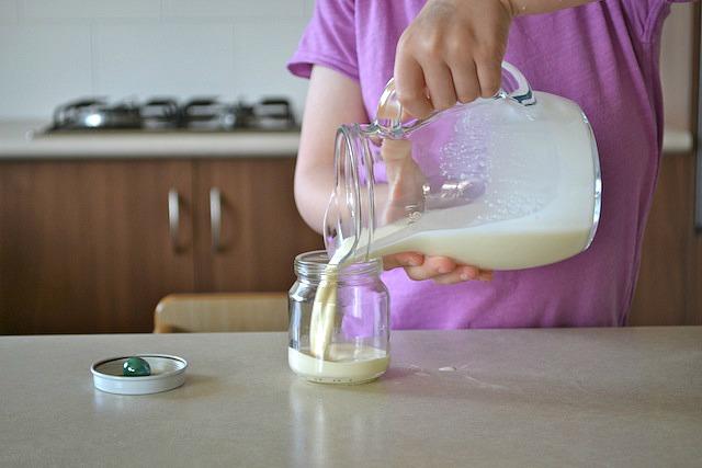 Caspar pouring cream