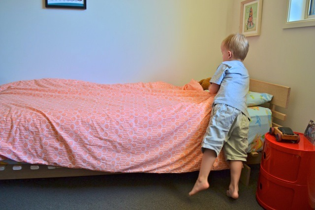Caspar making bed 3